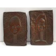 Antigo Par De Placas Em Cobre Representando Tribo Africana