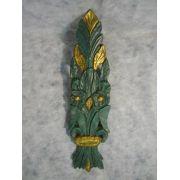 Escultura Em Madeira Verde E Dourado Desenho Folha