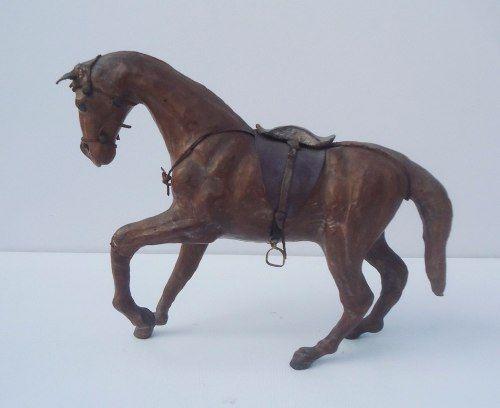 Belissimo Cavalo Decorativo Em Couro