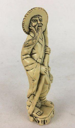 Escultura Em Resina Homem Andarilho Chinês