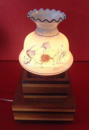 Antigo Par De Abajures Madeira Cupula Leitosa Pintada A Mao