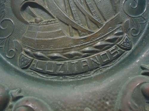 Antigo Par De Prato Medalhao Trabalhado Em Bronze