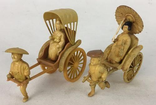 Antigo Par De Escultura Galalite Carruagem