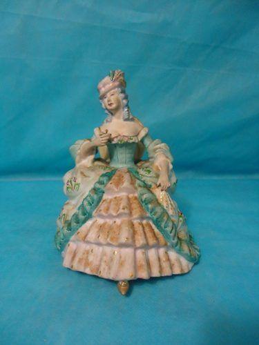 Antiga Escultura Dama Em Biscuit