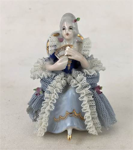 Antiga Escultura Dama Porcelana Saia De Renda
