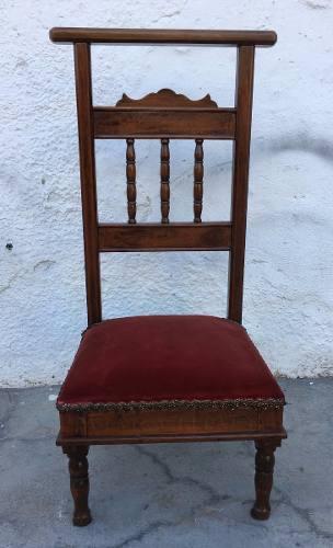Antiga Cadeira Genuflexório