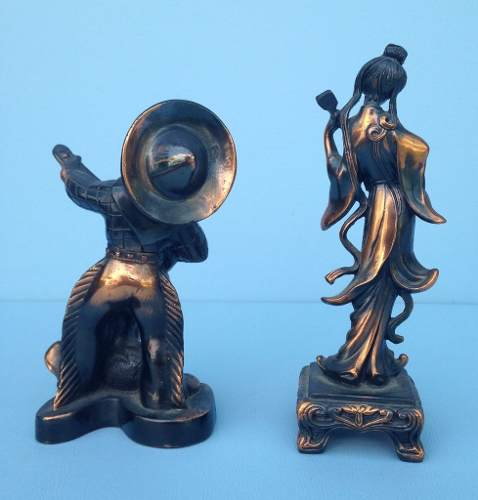 Lindo Par De Esculturas Representando Musicos