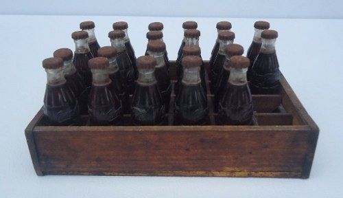Miniatura Garrafas Coca Cola Engradado Em Madeira