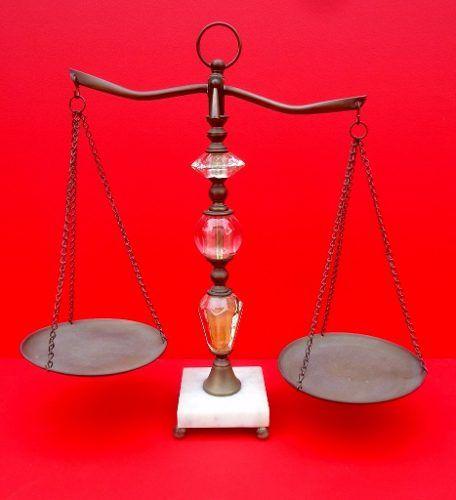 Conjunto Balança e Par De Castiçal Em Bronze Marmore E Vidro