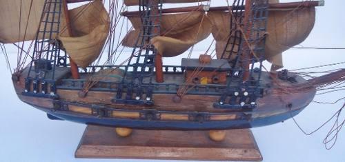 Belissima Caravela Antiga Em Madeira Detalhes Em Bronze