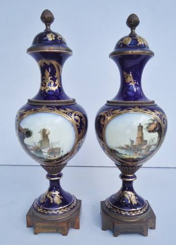 Antigo Par De Vaso Porcelana Francesa Bronze E Ouro