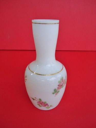 Antigo Vaso Em Opalina Branca Detalhes Floridos
