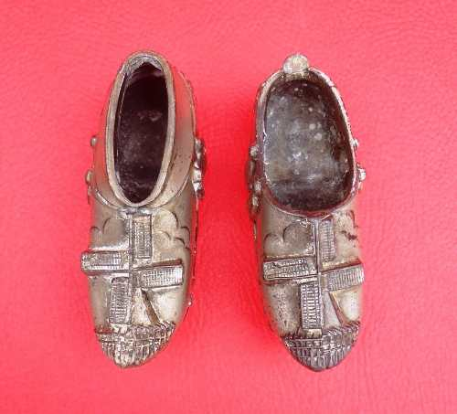 Par De Sapato Em Metal Parece Holandes