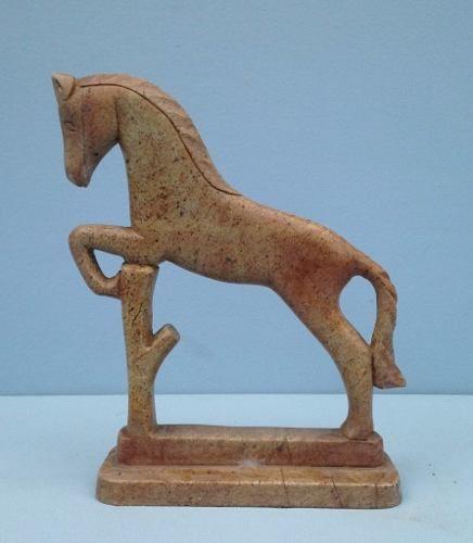 Escultura Em Pedra Sabão Representando Cavalo