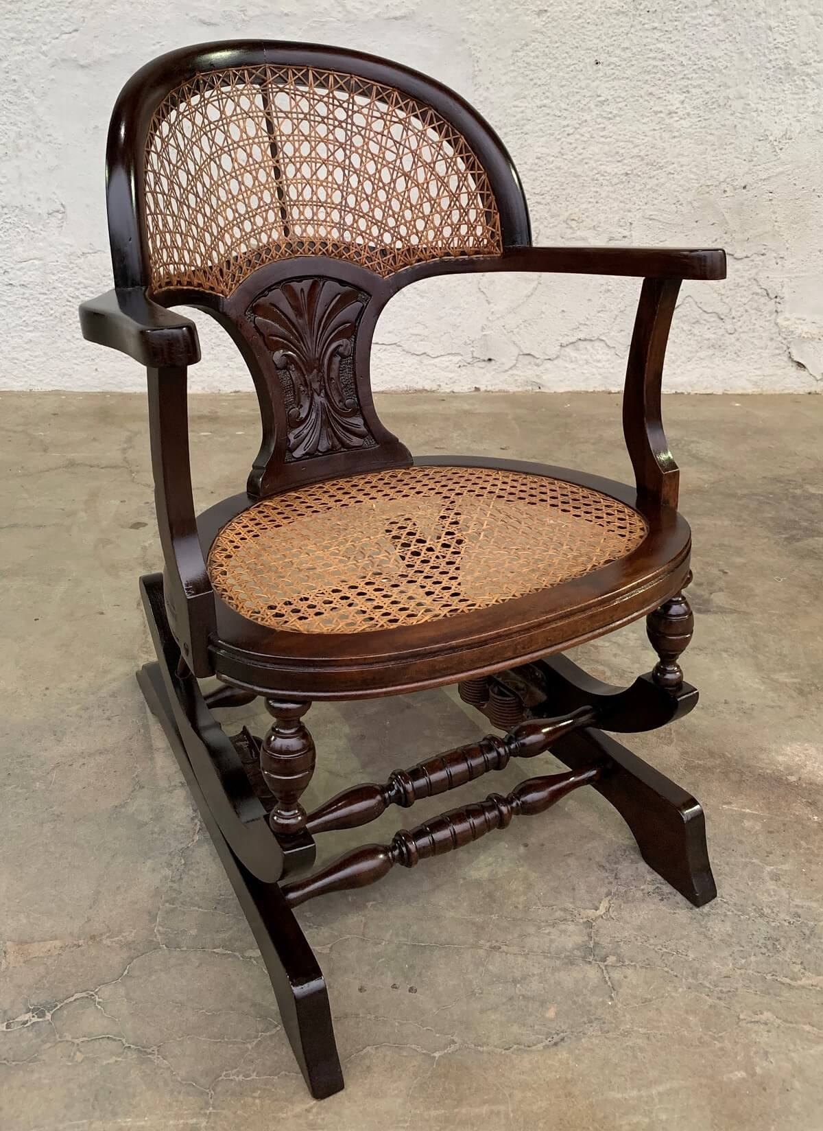 Antiga Cadeira De Balanço Pequena Leque Palhinha Indiana