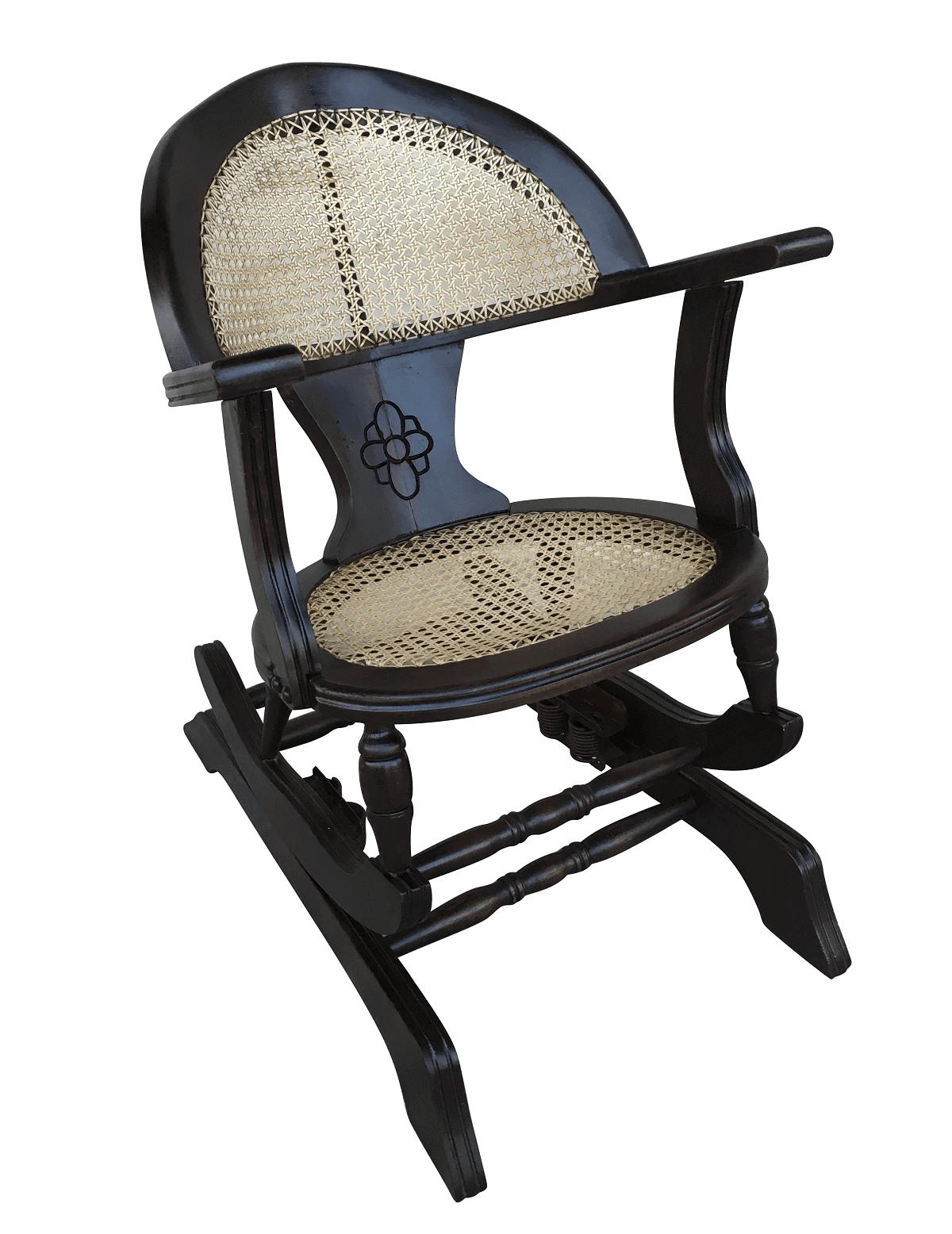 Antiga Cadeira De Balanço Pequena Madeira E Palhinha