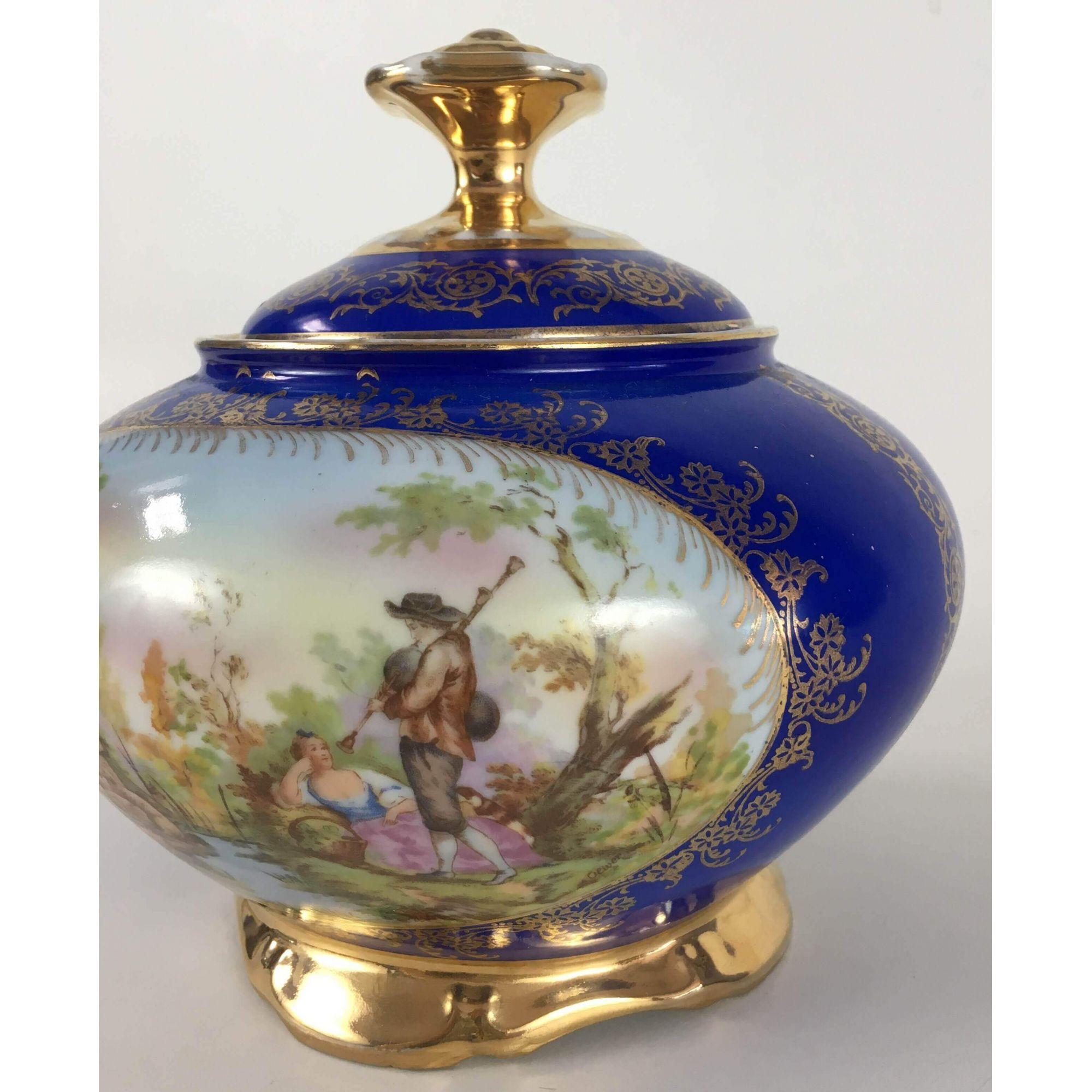 Antiga Compoteira Em Porcelana DP Azul Com Ouro