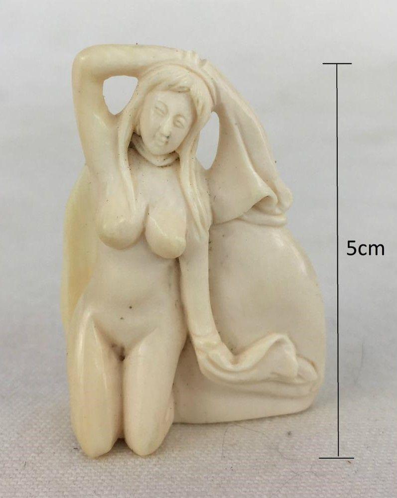 Antiga Escultura Erótica Em Marfim