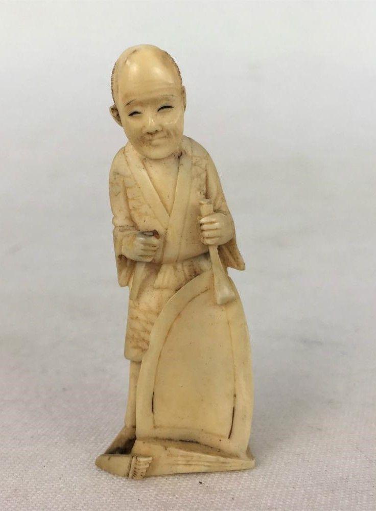Antiga Escultura Trabalhador Chinês Marfim Pequena