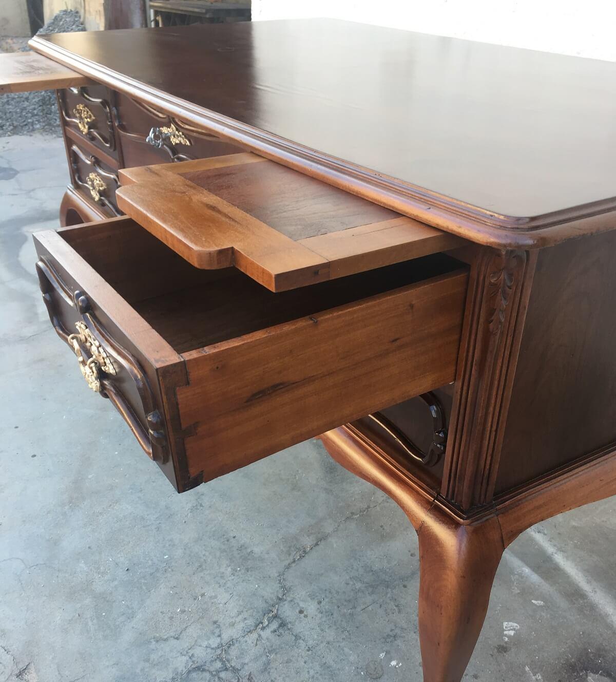 Antiga Mesa Escrivaninha Chipandelle Em Madeira Nobre