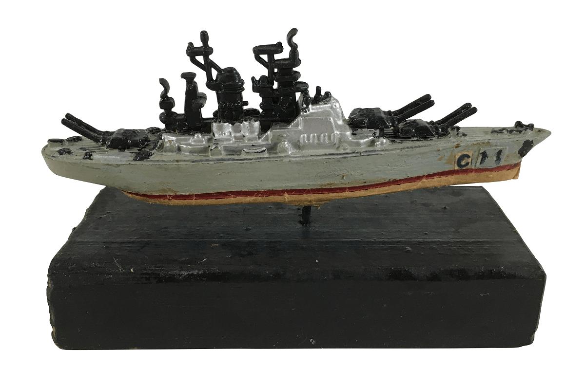 Antiga Miniatura Navio Militar C11