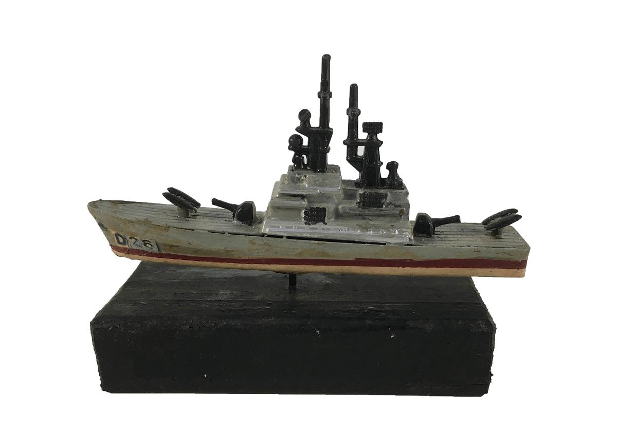 Antiga Miniatura Navio Militar D26