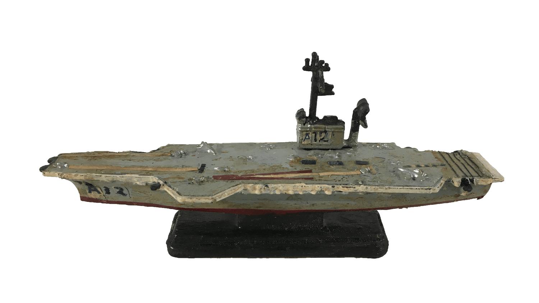 Antiga Miniatura Navio Militar Porta Avioes A12