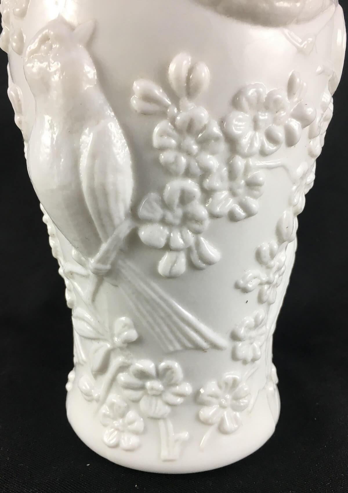 Antigo Vaso Opalina Branca