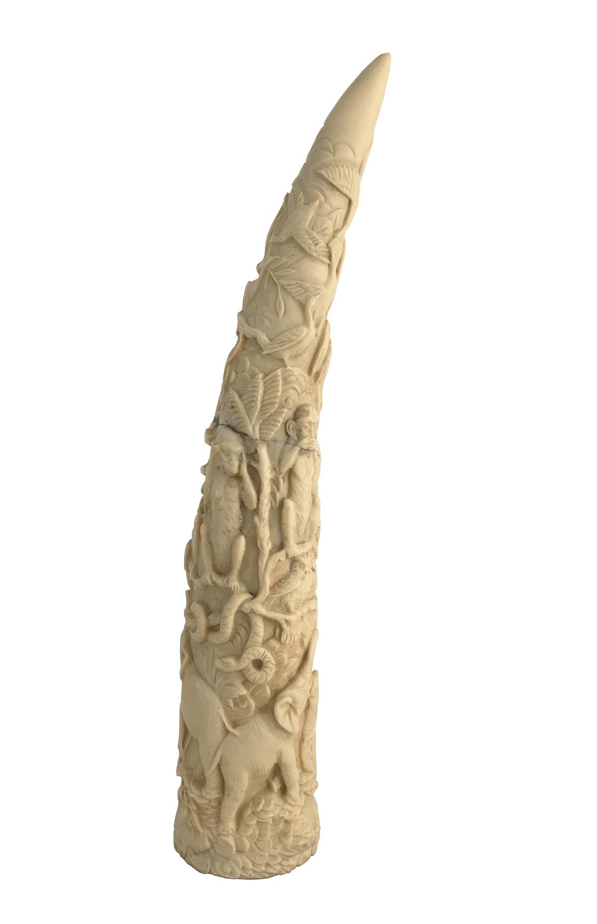 Escultura Em Resina Imitando Presa Marfim