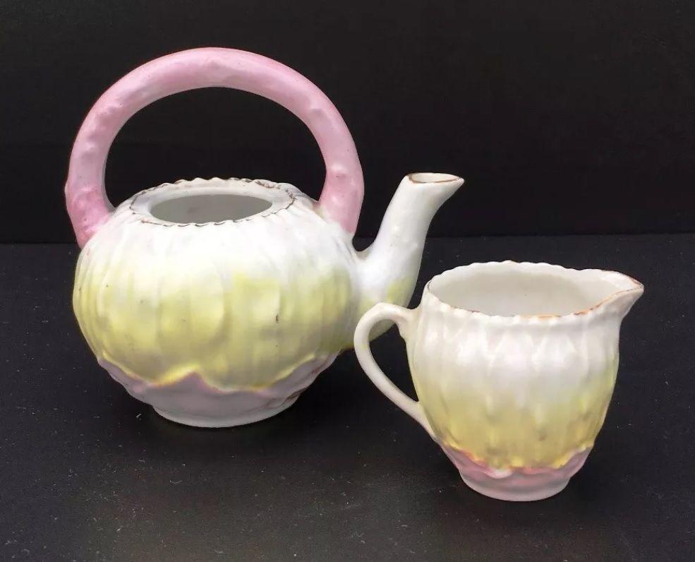 Lindo Bule e Leiteira Miniatura Em Porcelana