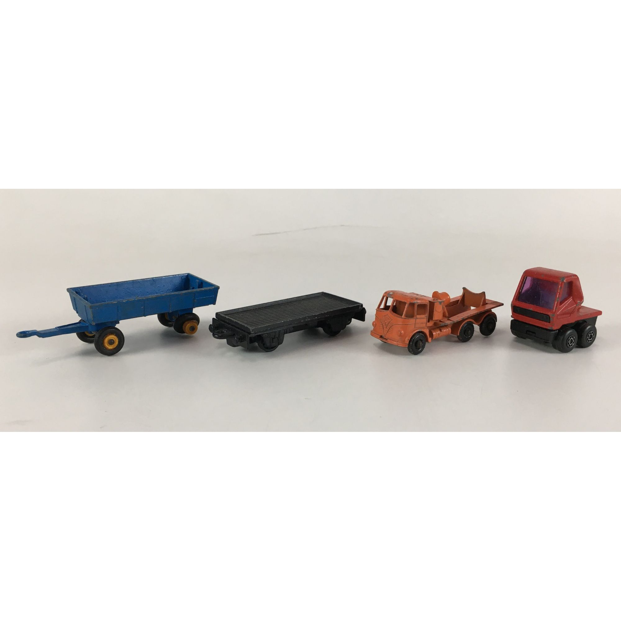 Lote Miniaturas Matchbox 4 Carrinhos