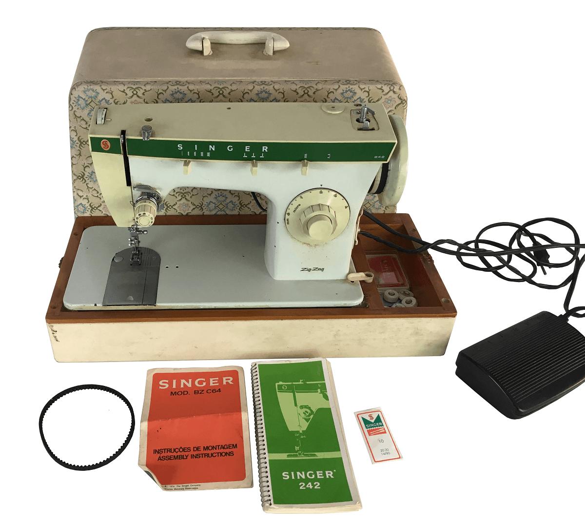 Maquina De Costura Antiga Singer Portatil Na Maleta Funcionando