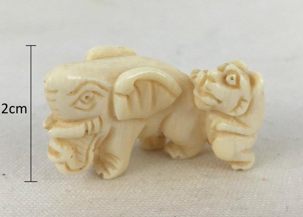 Pequena Escultura Em Marfim Leão Atacando Elefante