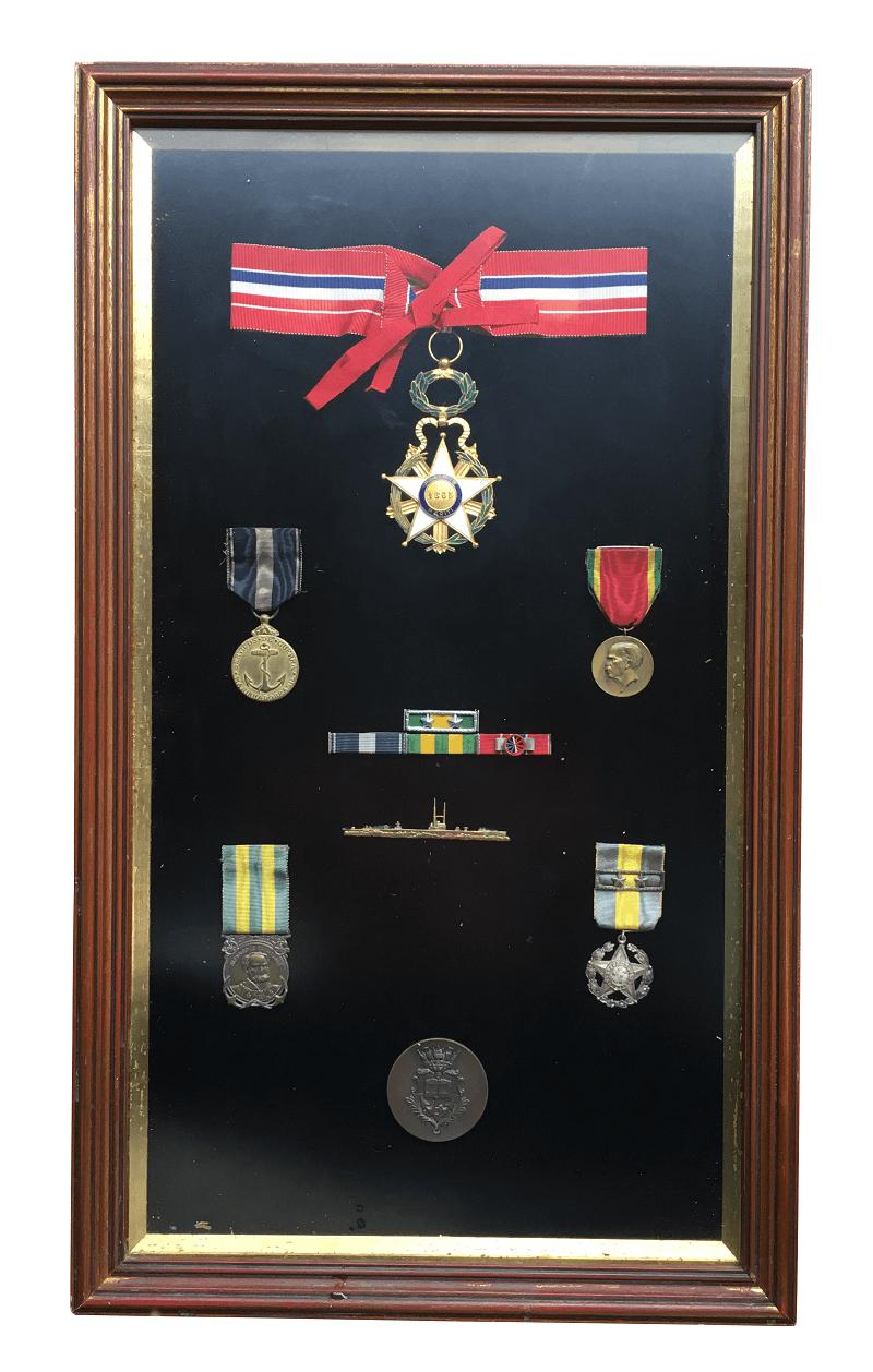 Quadro Com Medalha Comenda Militar Antiga