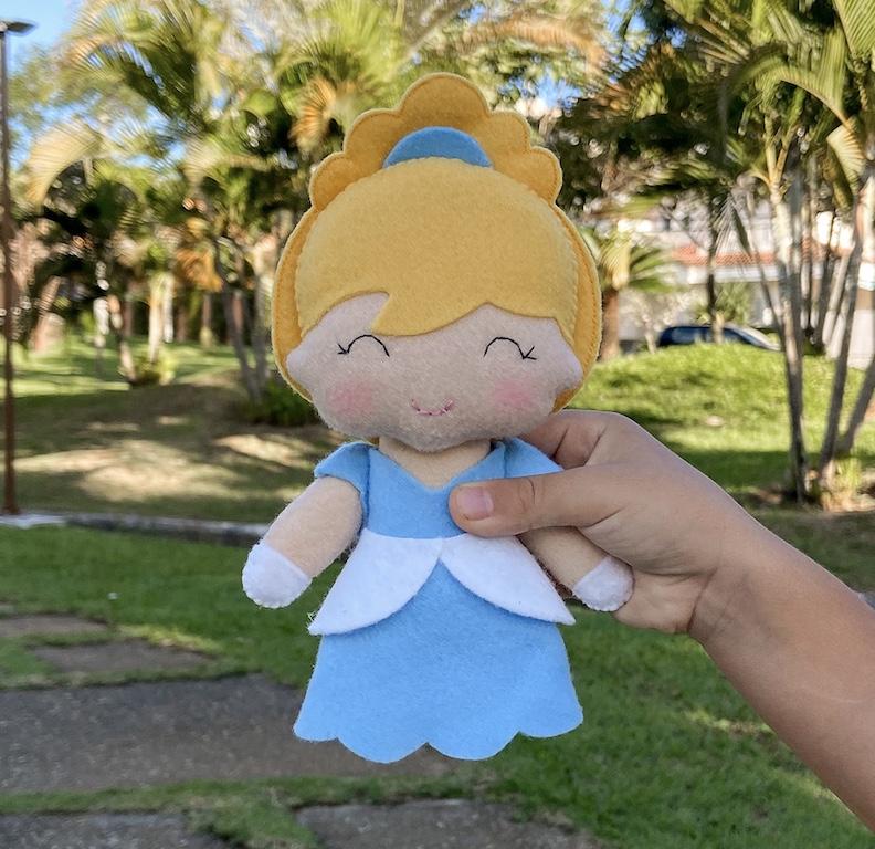 Boneca Princesa Sapatinho de Cristal