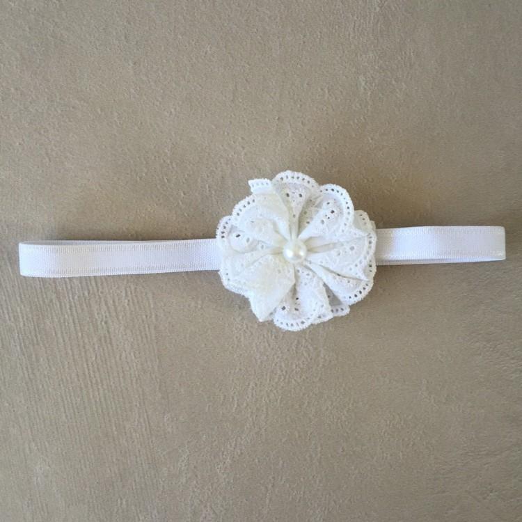 Faixa Branca com Flor em Bordado Inglês