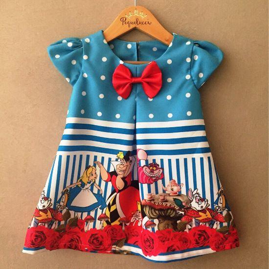 Vestido Trapézio Alice no País das Maravilhas