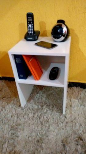 Mesa de cabeceira com prateleira /Mesinha de canto 35x50x30  - Virtude Móveis