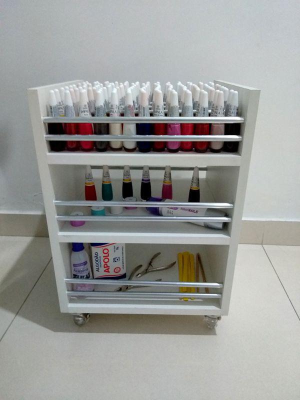 Carrinho auxiliar c/rodízios P/manicures 33x45x30 3 bandejas p/até 120 esmaltes TIPO Cirandinha  - Virtude Móveis