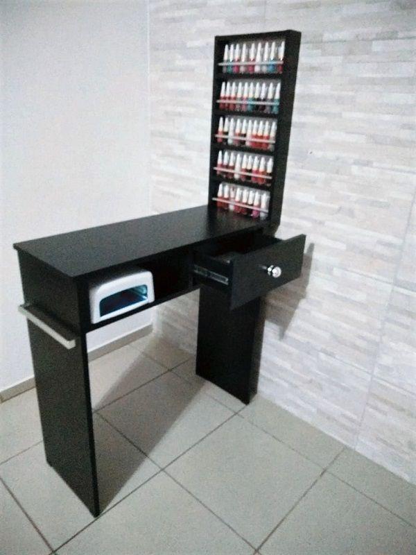 KIT Manicure 80cm  Mesa com GAVETA + expositor todo preto c/ Barras aluminio  - Virtude Móveis