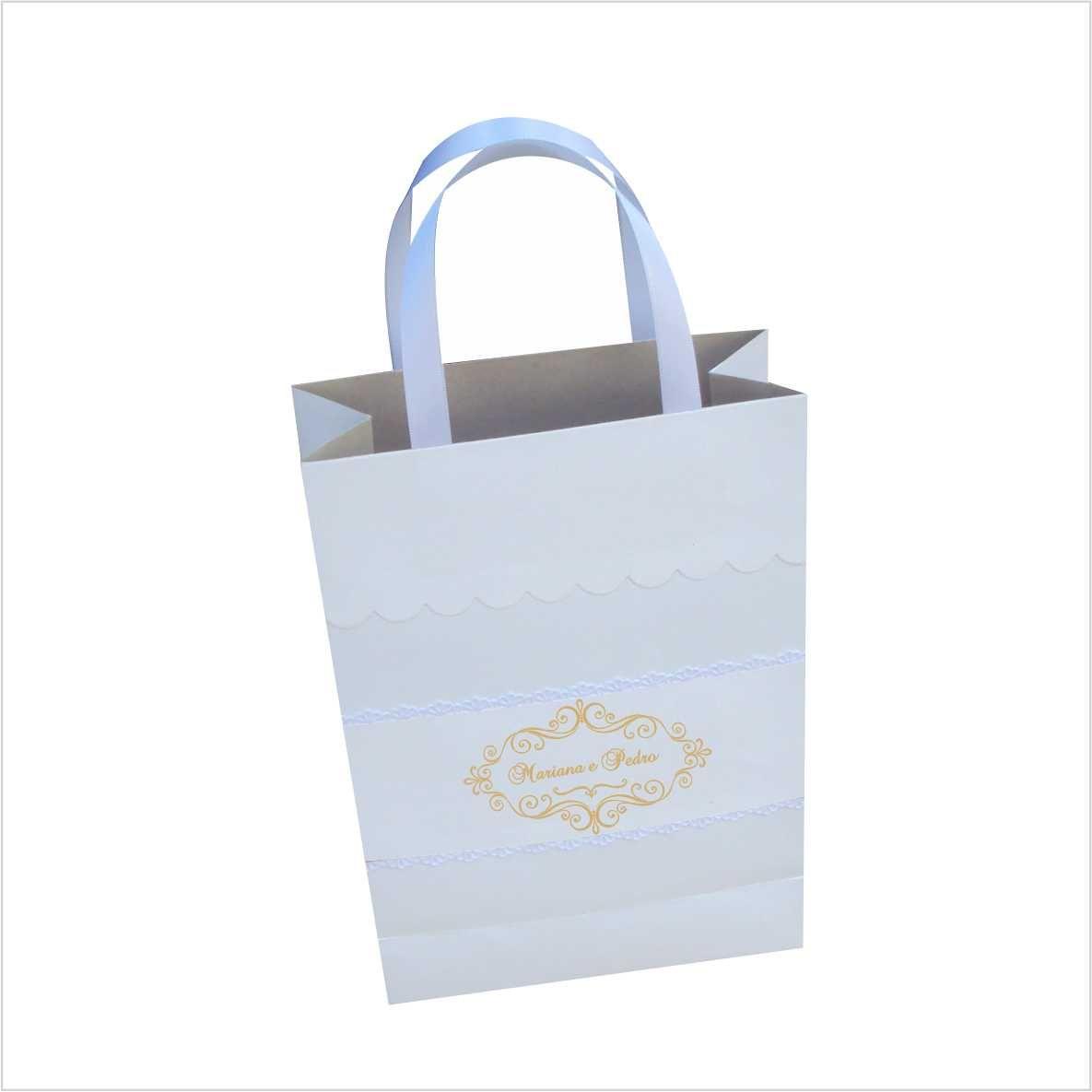 Sacola branca com personalização metalizada e alça de cetim (22x27x8 cm) 10 unidades
