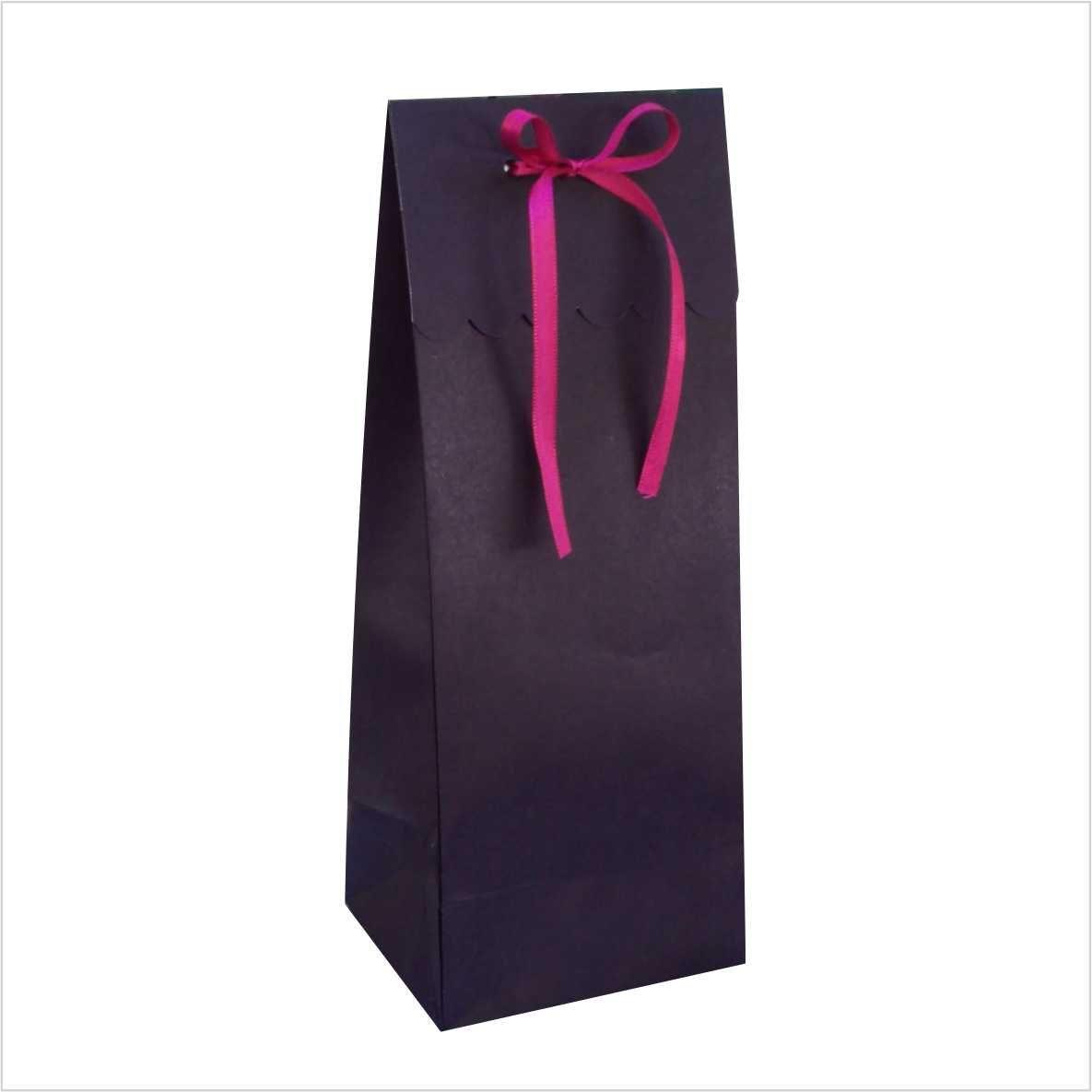 Sacola de papel cor preta com aba p/ fechamento ideal para mini garrafa (11x28x9 cm) 10 unidades