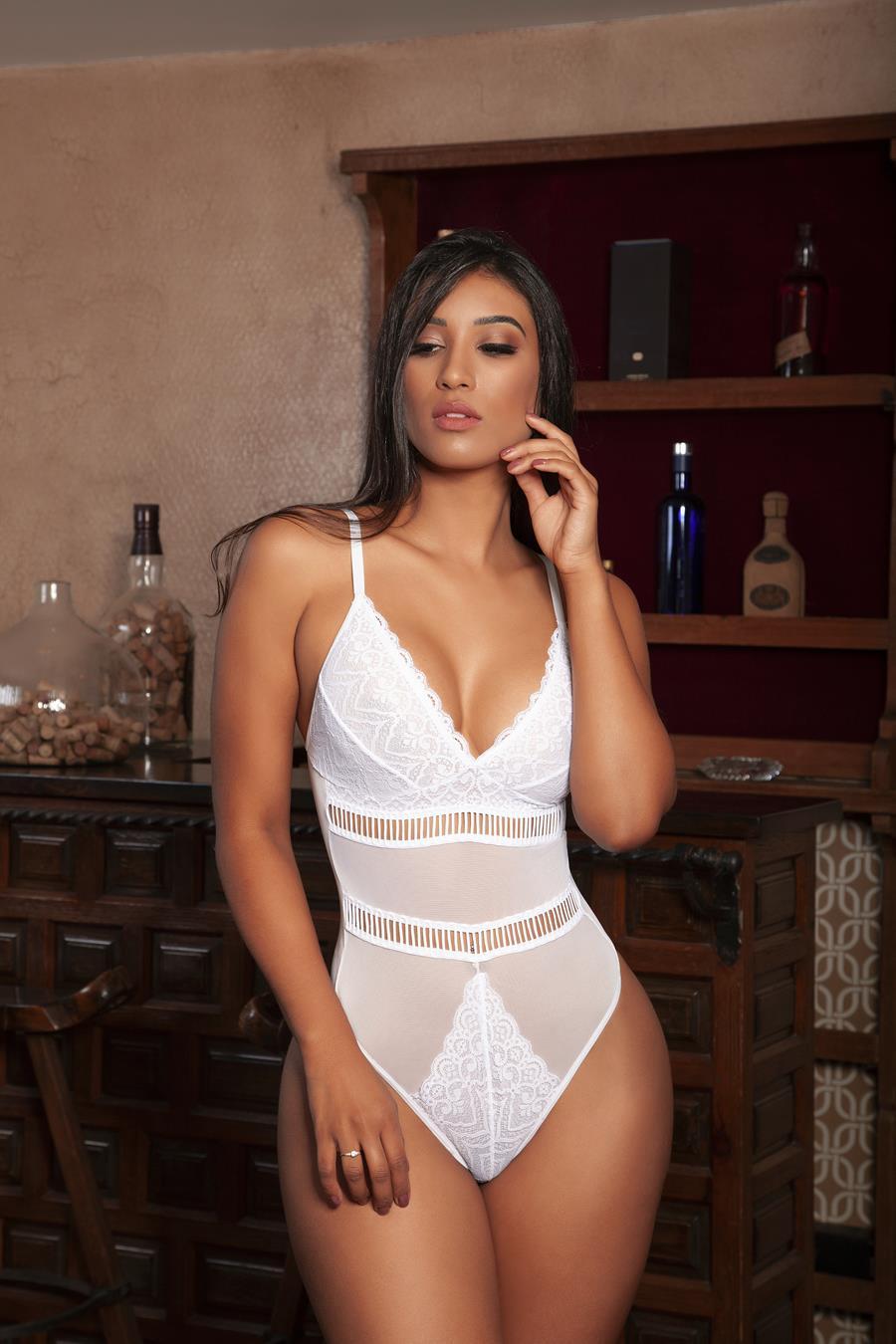 Body sem bojo branco modelo sofisticado feito com tule