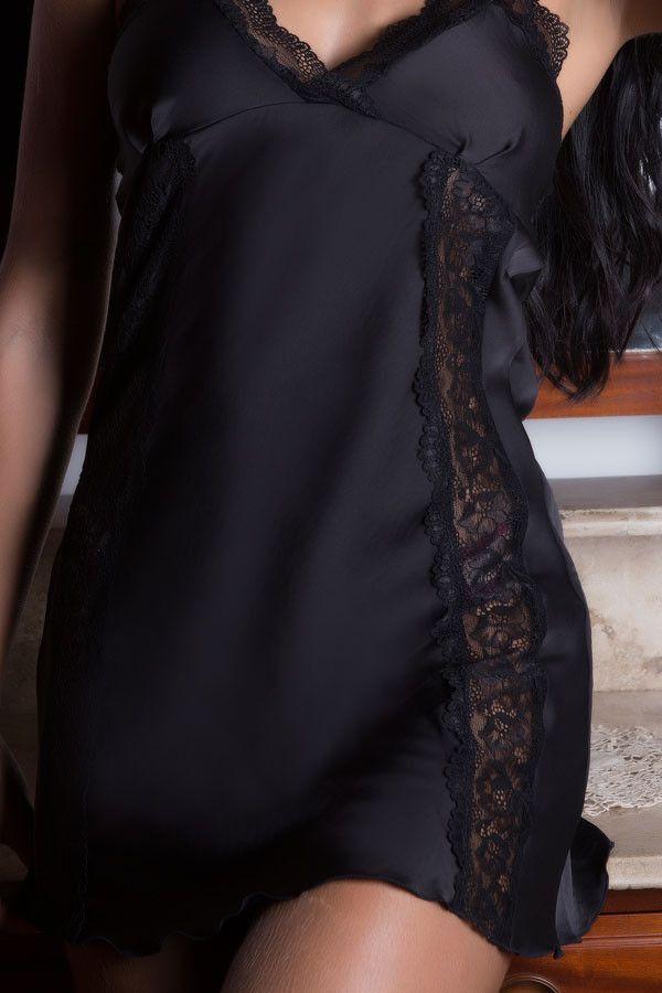 Camisola preta em cetim e renda