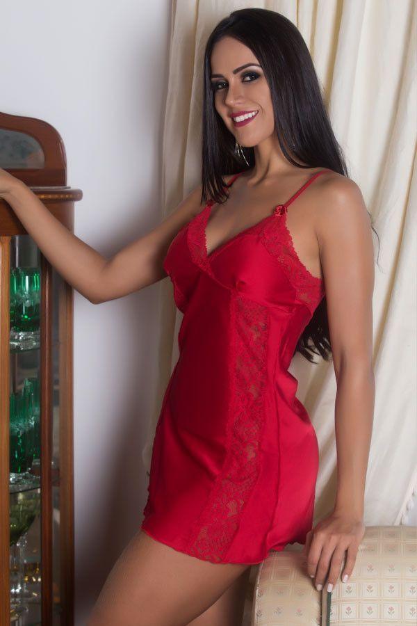 Camisola vermelha em cetim e renda