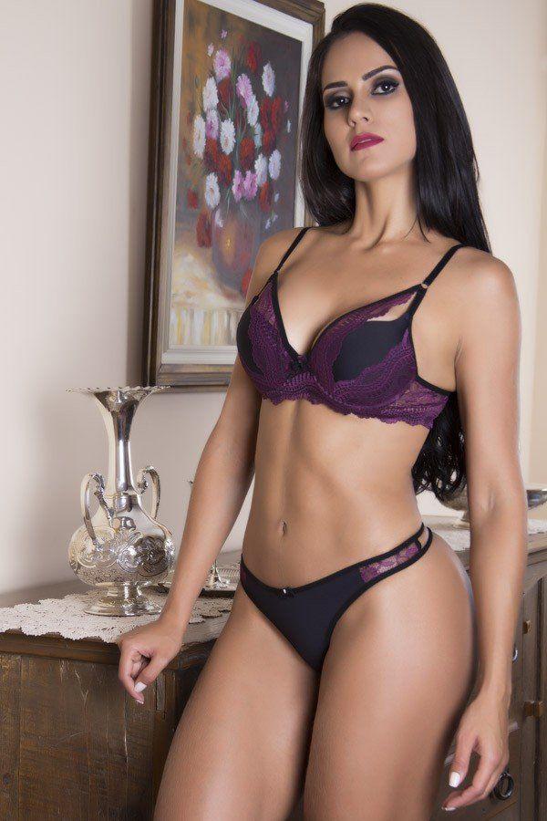 Conjunto de lingerie sexy com sobreposição em renda trabalhada