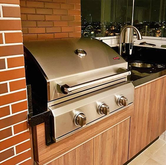 Churrasqueira a Gás Evol Verona de 3 Queimadores  - Decorgrill - A certeza do melhor para o seu espaço gourmet!