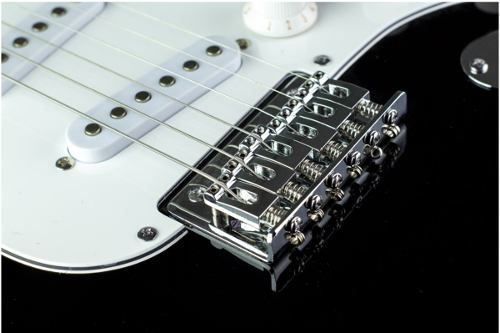 Guitarra Fender 037 0910 Squier Mainstream Stratocaster
