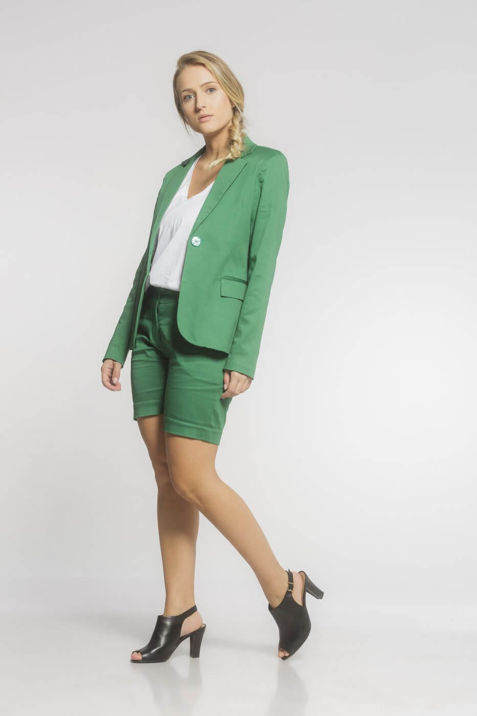 Bermuda Feminina de Sarja Verde