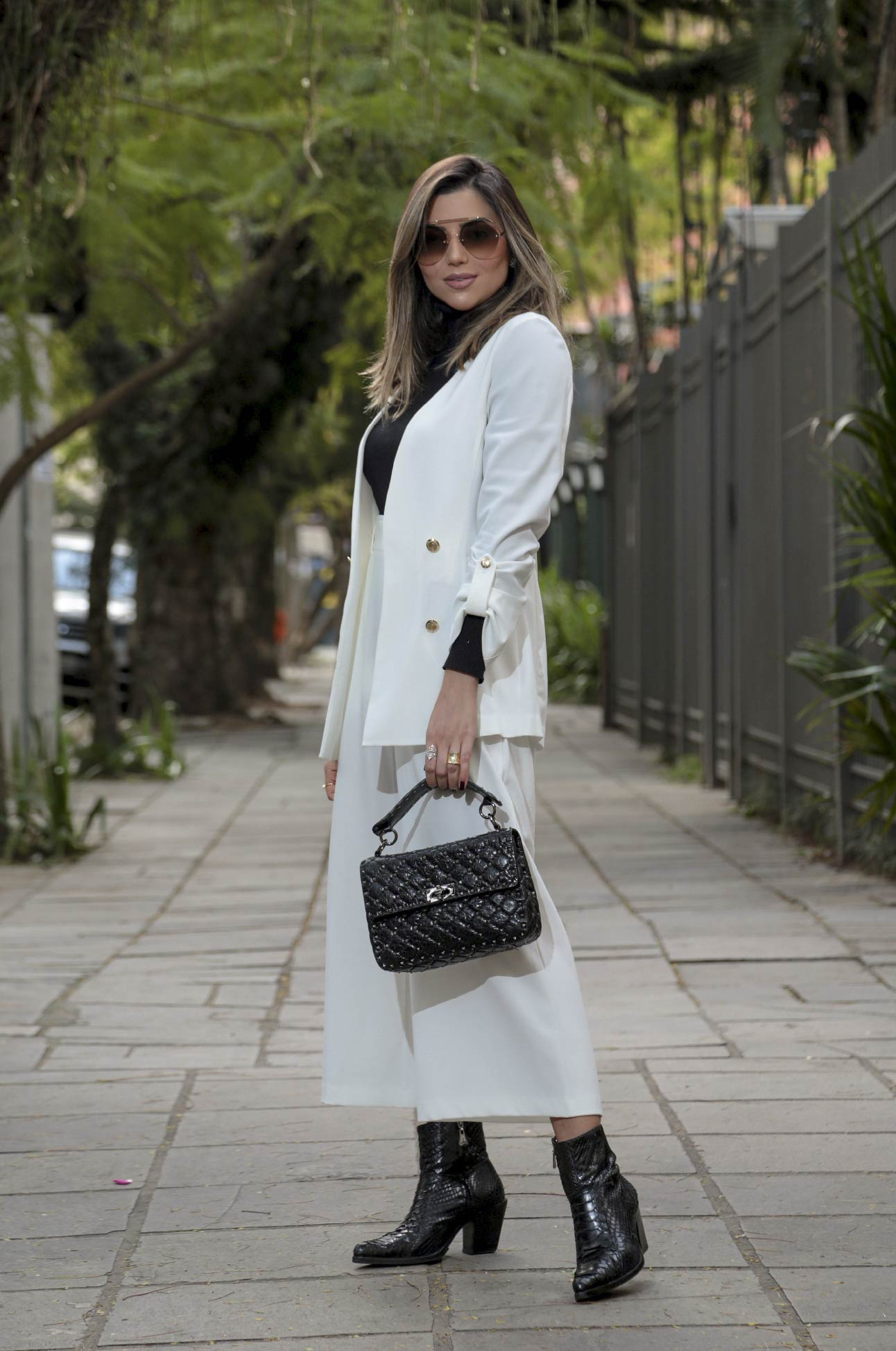Calça Pantacourt com Botões Alfaiataria Feminina Off White